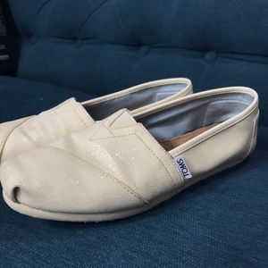 Adorable white glittered Toms size 7.5